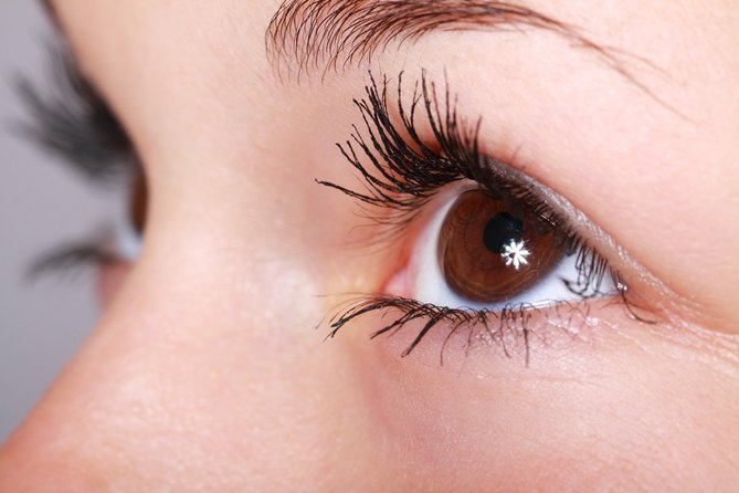 The Pros & Cons Of Eyelash Extensions
