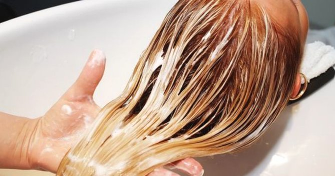 Here's What Actually Happens To Your Hair After Bleaching