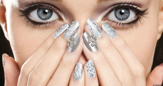 Festive In 5: Super Speedy Nail Ideas For Christmas