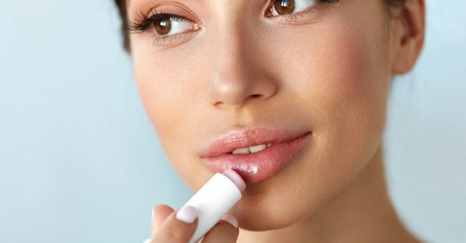 How To Repair Dry Lips This Winter