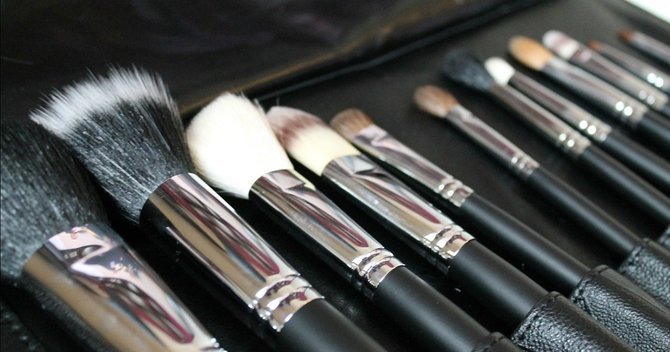 youll-never-use-your-makeup-brushes-again-after-reading-this