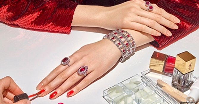 Here's Everything You Need To Know About Shellac Nails