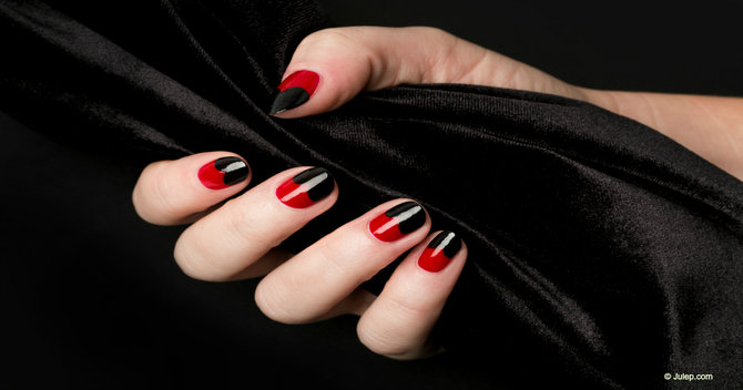 Frightening in 5: Super Speedy Nail Ideas for Halloween