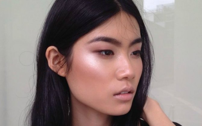 asian girl with cheek highlighter